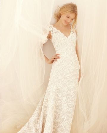 An elegant form-fitting Liancarlo gown