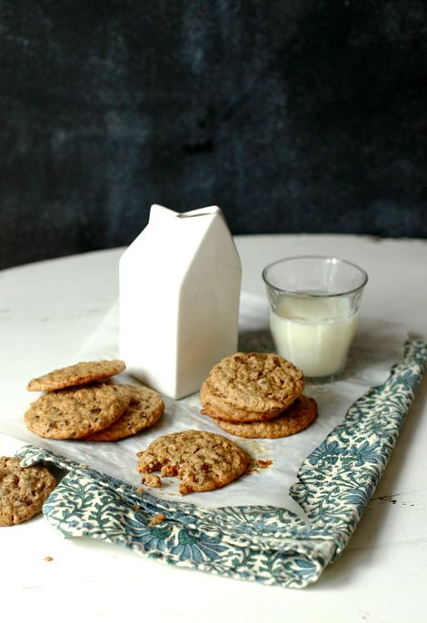 PEANUT BUTTER, CHOCOLATE & OATMEAL COOKIES