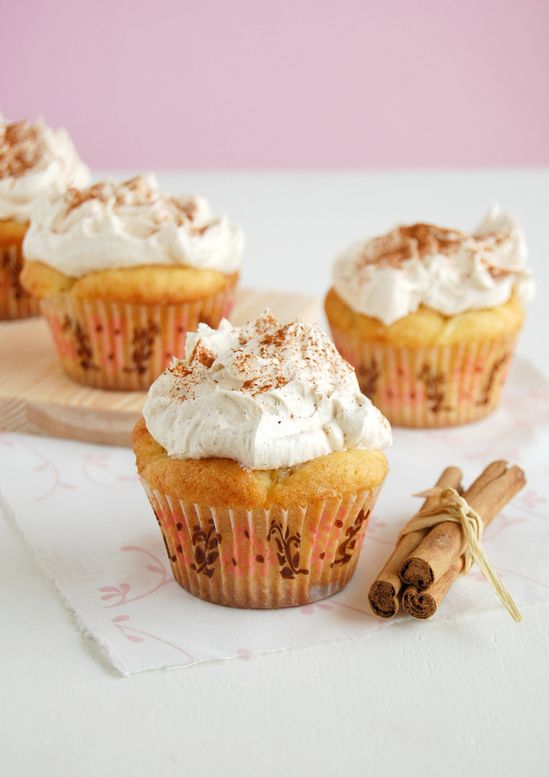 Awesomely autumnal Apple Pie Cupcakes. #cupcakes #fall #autumn #apple #pie #Thanksgiving #dessert #food #dessert