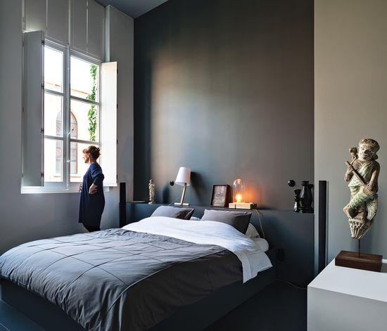 Bedroom in dark greys