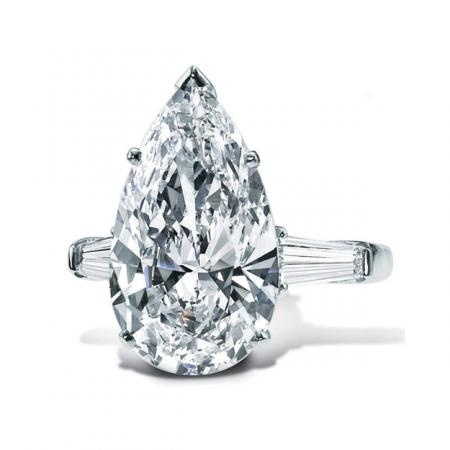 Pear-Shaped Diamond Engagement Ring from Graff