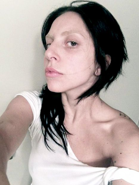Lady Gaga goes without makeup and has a new hair color!