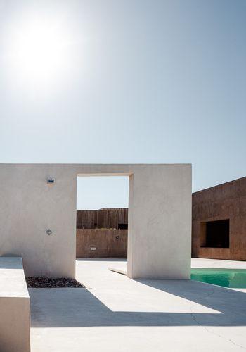 private residence in Kokkoni // sotovikis #modern #pool #architecture #white George Messaritakis