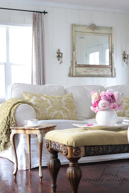 FRENCH COUNTRY COTTAGE:Love the walls!