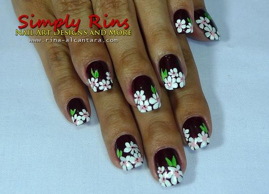 Nail Art White Flowers
