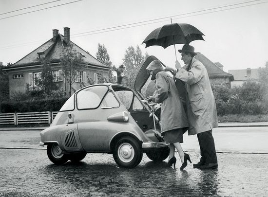 BMW Isetta – in the fifties BMW tried to get back into the game with this odd car. It had 250 cc and 13 hp…