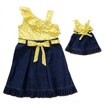 I seriously could look at baby clothes all day long!