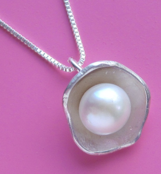 Small Oyster Necklace by sudlow