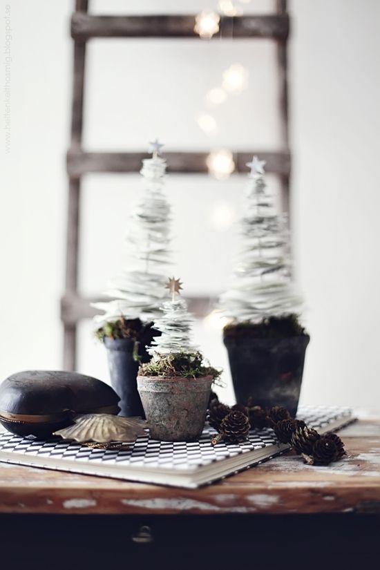 paper christmas tree DIY. found on: heltenkelthosmig.blogspot.se