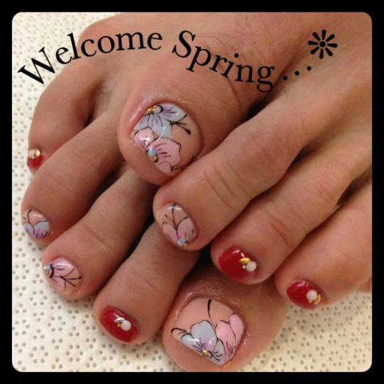 Toe nails with flowers