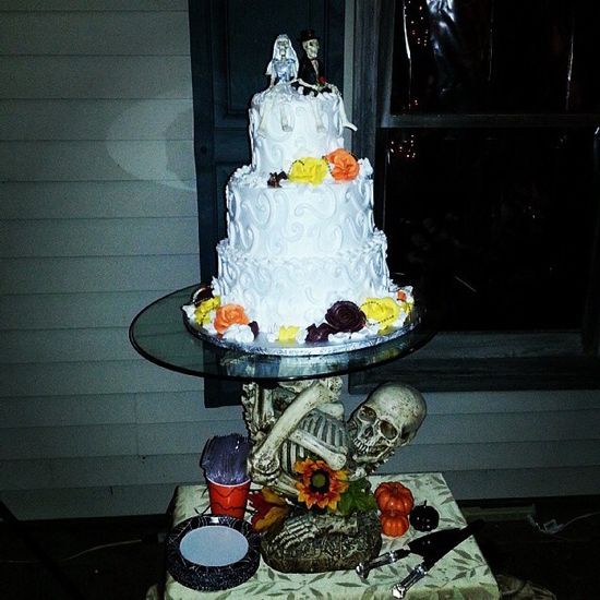 Skeleton wedding cake :)