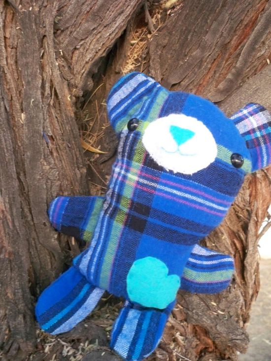 Pete the Bear was the very first sewn softie made by Hollie Jolly Designs! A terrific first stuffed animal pattern for anyone, and it's free! Great job!