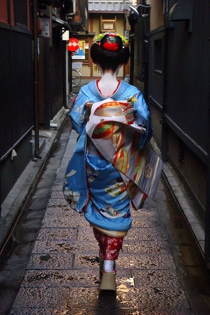 japan / blue / walking / japanese / girl / kimono / ??