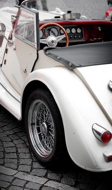White vintage great wedding car