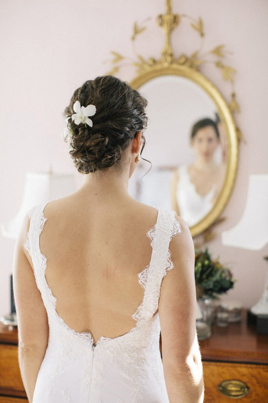 a simple white bloom adorning the Bride's hair  Photography By / preftakesphoto.com