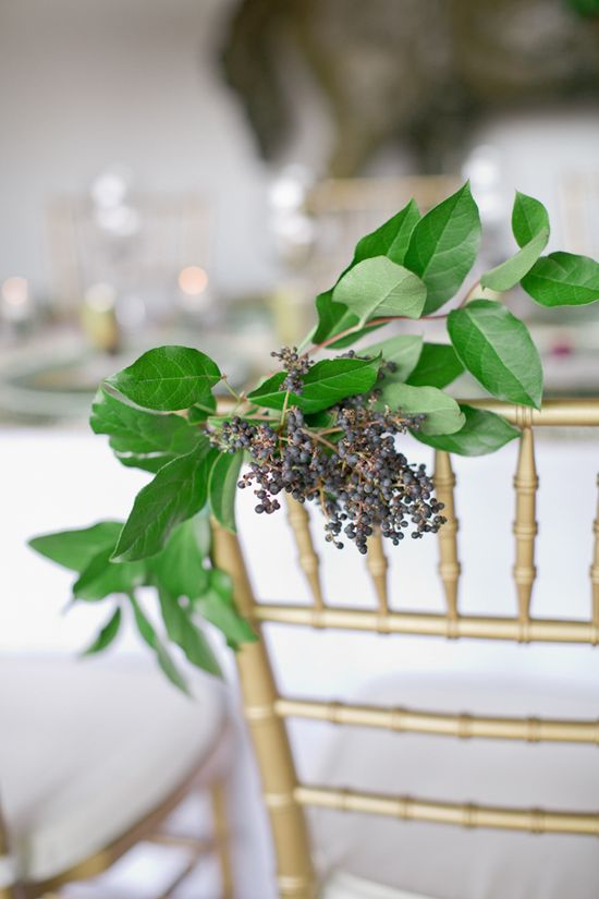Flowers by Amy Osaba, Photographer Jeremy Harwell, via Wedding Chicks