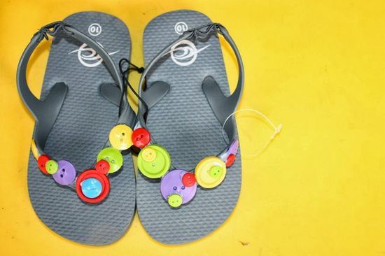 Where's My Glow? : Funky DIY decorating idea for kids' flip flops