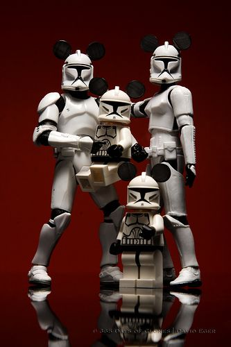 Storm Trooper Family have a Disney Vacation. Disney and Star Wars, love it!
