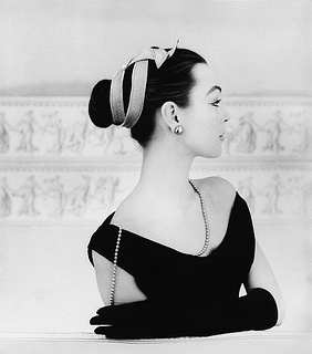 Ancient Greece meets the glamorous 1950s in this endlessly elegant look. #vintage #hair #1950s #fashion