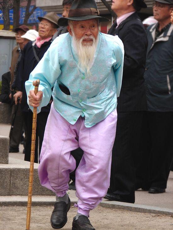 An elderly gentleman in traditional Korean dress in Seoul, Korea