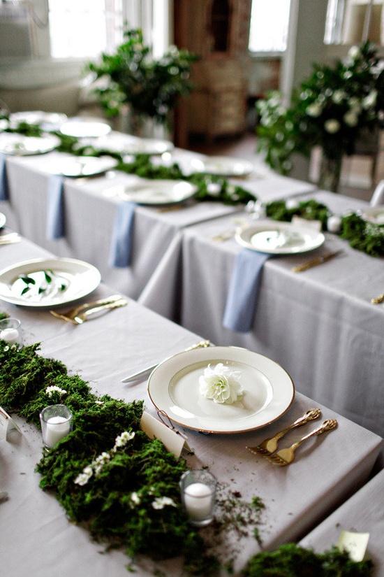 moss table decor.