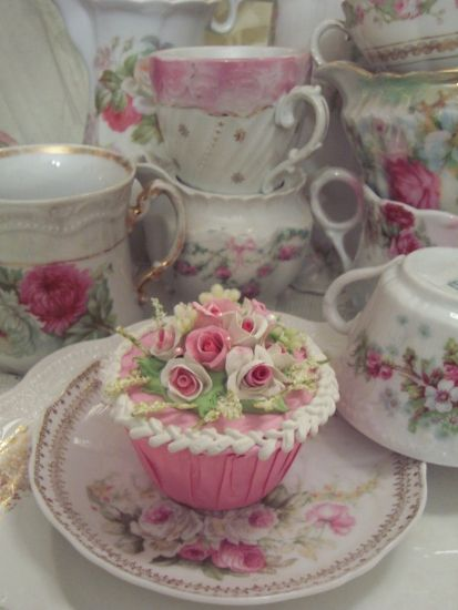 Shabby Chic Cupcake...my heart be still!