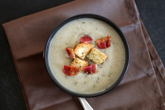 Cauliflower Soup with Bacon and Homemade Croutons | Lattes & Leggings