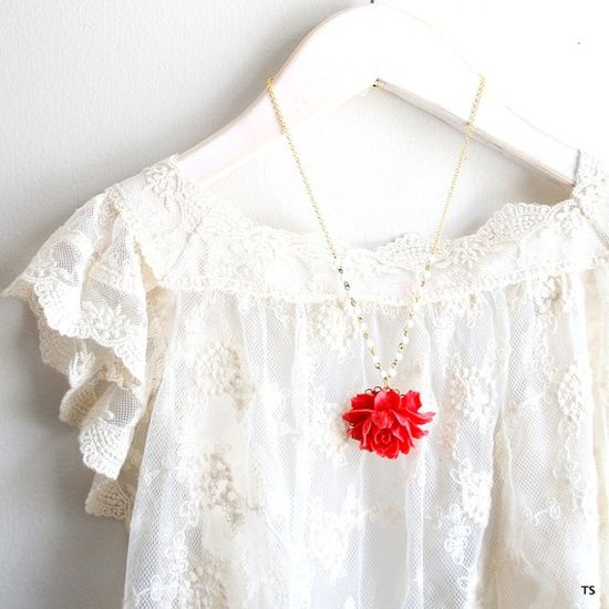 LOVE this lace top! ?