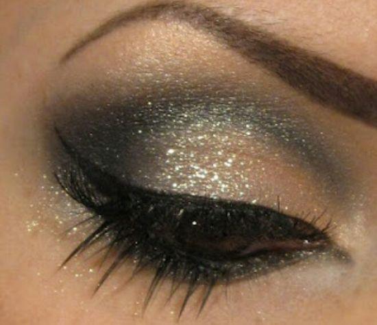 Glitter smokey eye. Black eyeliner