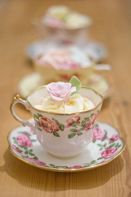 cupcakes and vintage by www.vintageandcak...