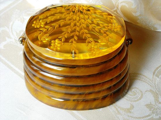 Vintage Lucite 1950s Llewellyn of NYC Beehive Handbag by WeBos, $ 595.00