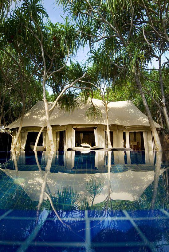 Hotel & Resort, Tropical Pool Bayan Tree Resort: Bayan Tree Resort is Beautiful Paradise Island of Maldives