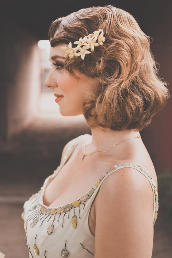 gorgeous vintage waves on short hair