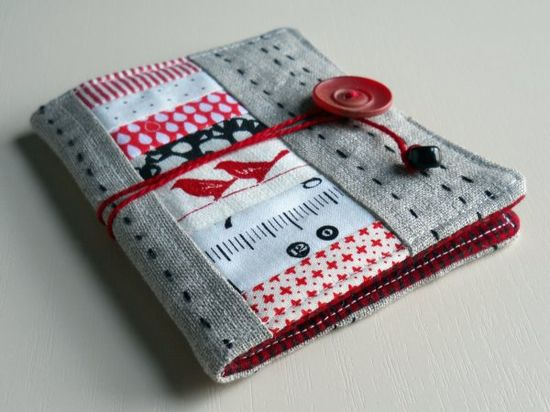 needle case; would make a cute emergency sewing kit for travel, too ~ did my own travel / bag sewing kit - bought a coin purse & filled it with sewing essentials ~ would like to make this one though
