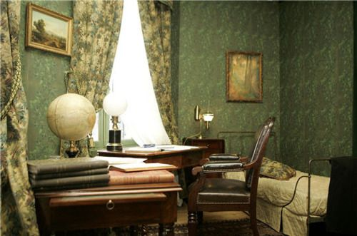 Jules Verne's office and writing desk via The Steampunk Home