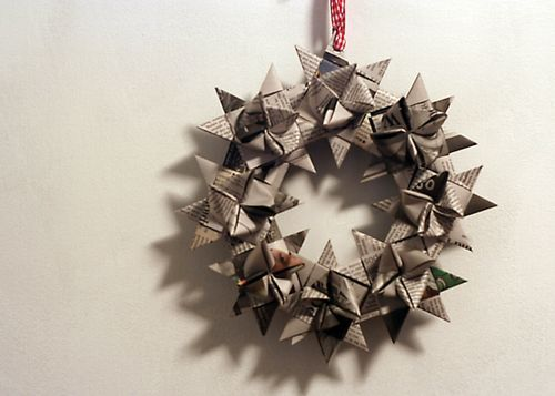 star wreath made of newspaper