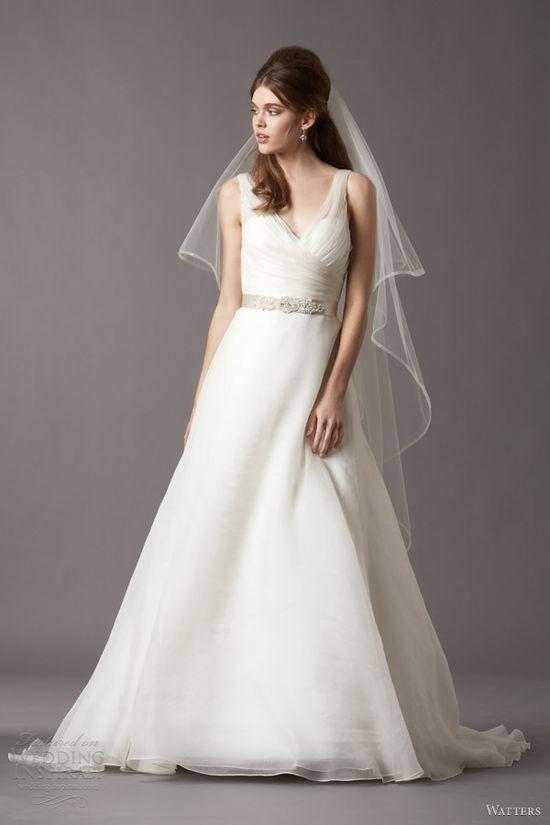 watters brides bridal fall 2013 2014 honor 4023b v neck sleeveless    Adoro o decote e as linhas simples.