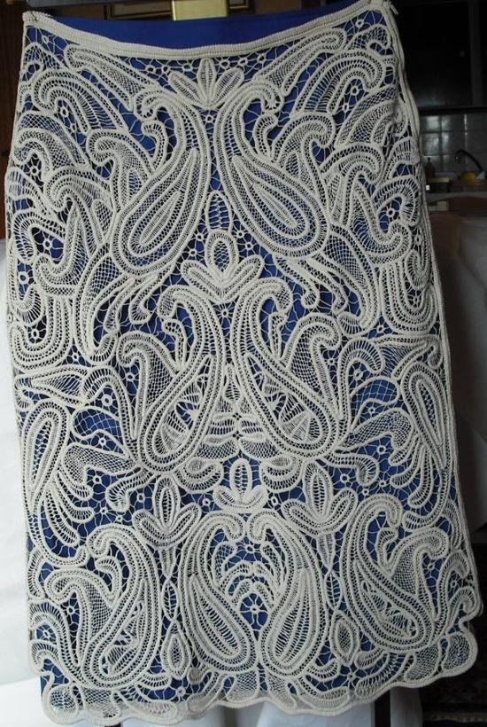 Безрукавка и юбка румынским