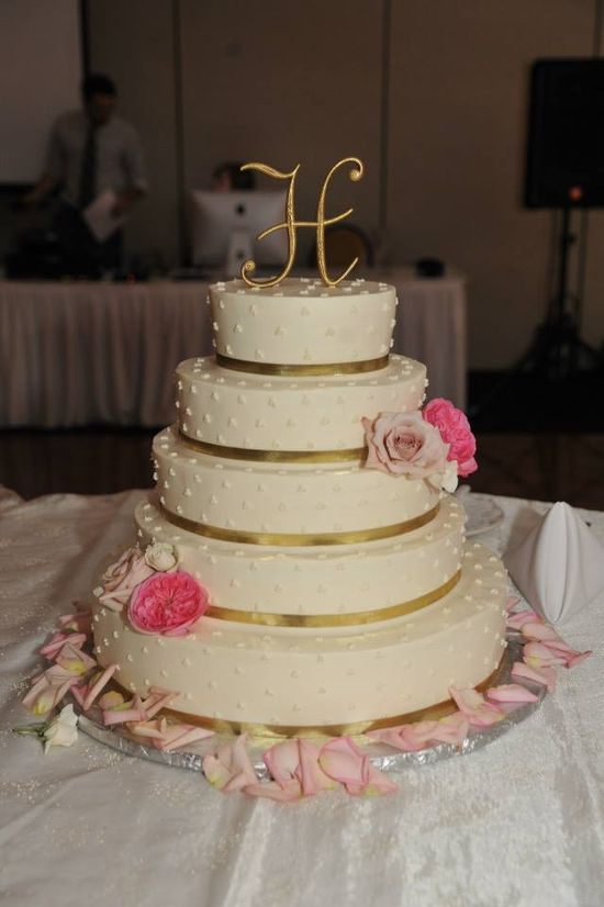 Yummy Cake! Love the pink & gold.