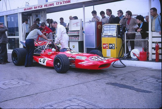 1970 British GP: The March 701 of Mario Andretti at the petrol filling station.