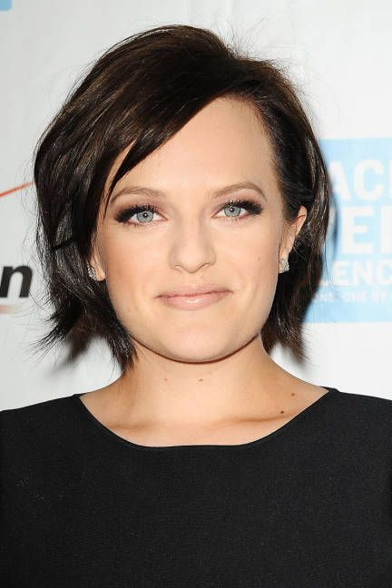 Elisabeth Moss proves that with a short cut, even bed head makes for a good hair day