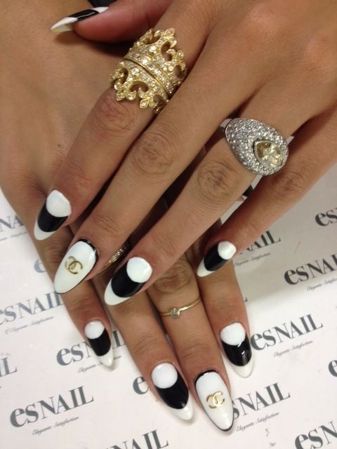 nails  #nail #unhas #unha #nails #unhasdecoradas #nailart #gorgeous #fashion #stylish #lindo #cool #cute #fofo #black #preto #branco #white #chanel #chic