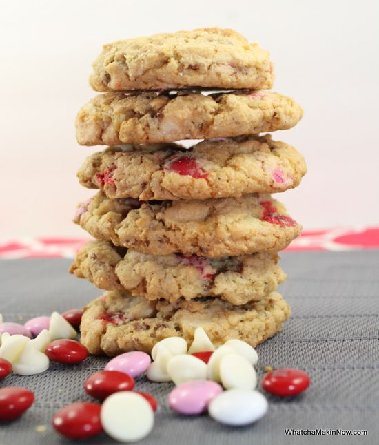 Whatcha Makin' Now?: Valentine's Day Cookies {with a surprise crunch}