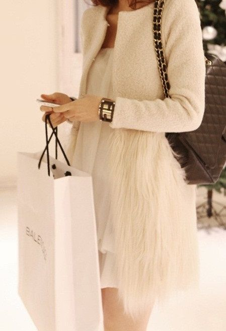shopping never looks so chic #feathers