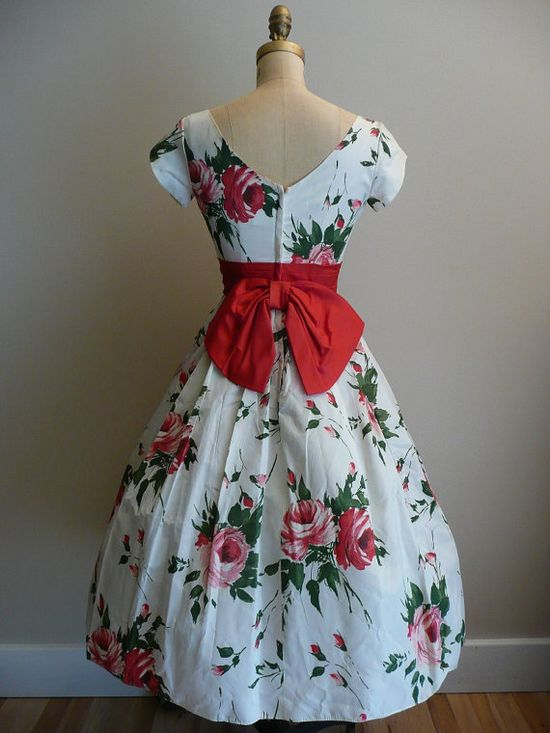 Vintage 1950s Party Dress Rose Print #floral #dress #1950s #partydress #vintage #frock #retro #sundress #floralprint #petticoat #romantic #feminine #fashion