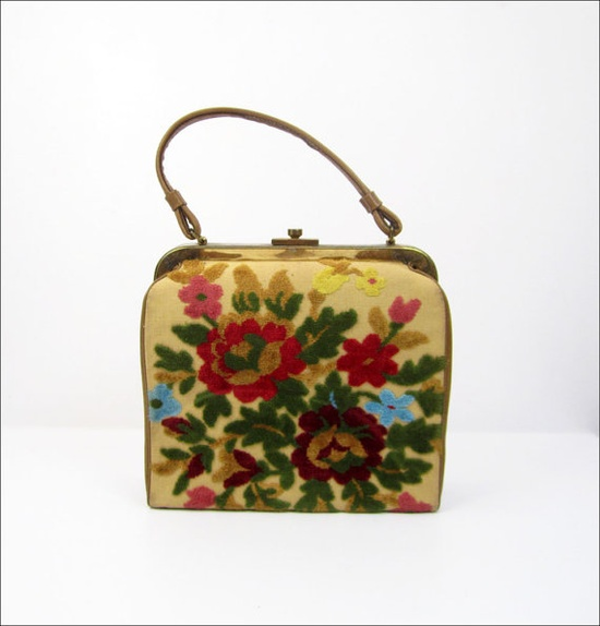 Vintage Chenille Purse ~ Do you have one of these @Bev Petruzalek?