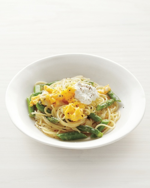 Pasta with Asparagus and Scrambled Eggs Recipe -- ready to eat in just 25 minutes!