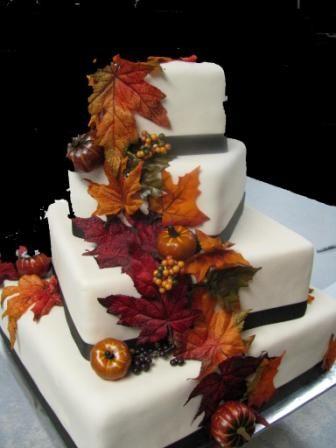 עוגת חתונה מעוצבת בהשארת הסתיו