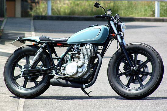 Big Moon #Yamaha #SR400