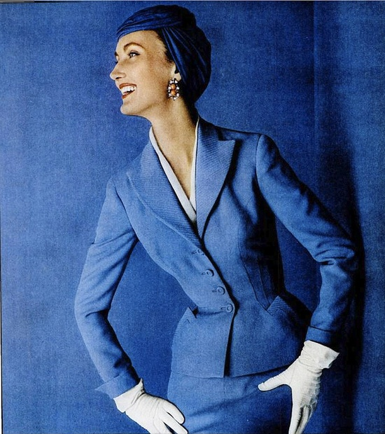 Love the pointed pockets on this gorgeously elegant 1950s skirt suit. #vintage #skirt #suit #hat #1950s #blue #fashion